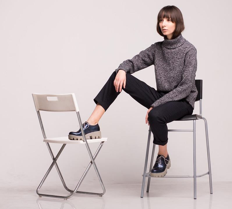 modny swetr damski na codzień